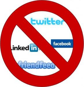 Украинским чиновникам закрывают доступ к электронной почте и социальным сетям