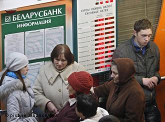 Несмотря глубокий кризис социального взрыва в Беларуси не ожидают