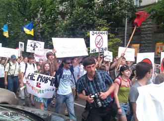 Украинские студенты протестуют в Донецке и Симферополе