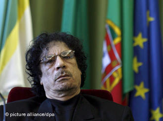 Каддафи и его приспешников теперь официально разыскивают