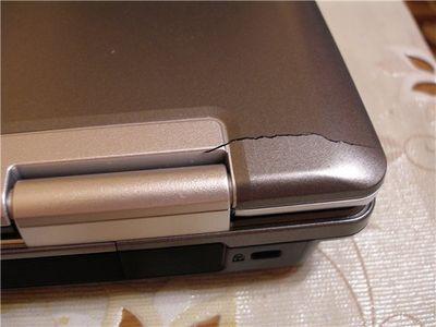 Разрушение петель на ноутбуке